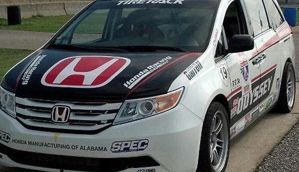 Honda Turns Odyssey Mini-van into 500-hp Mountain Climber